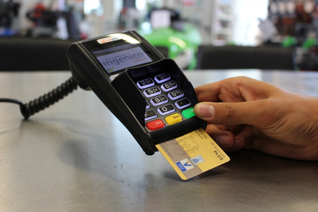 Is Having A Store Credit Card A Good Decision? Pros and Cons