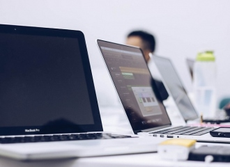 The Pros and Cons To Outsourcing IT Support